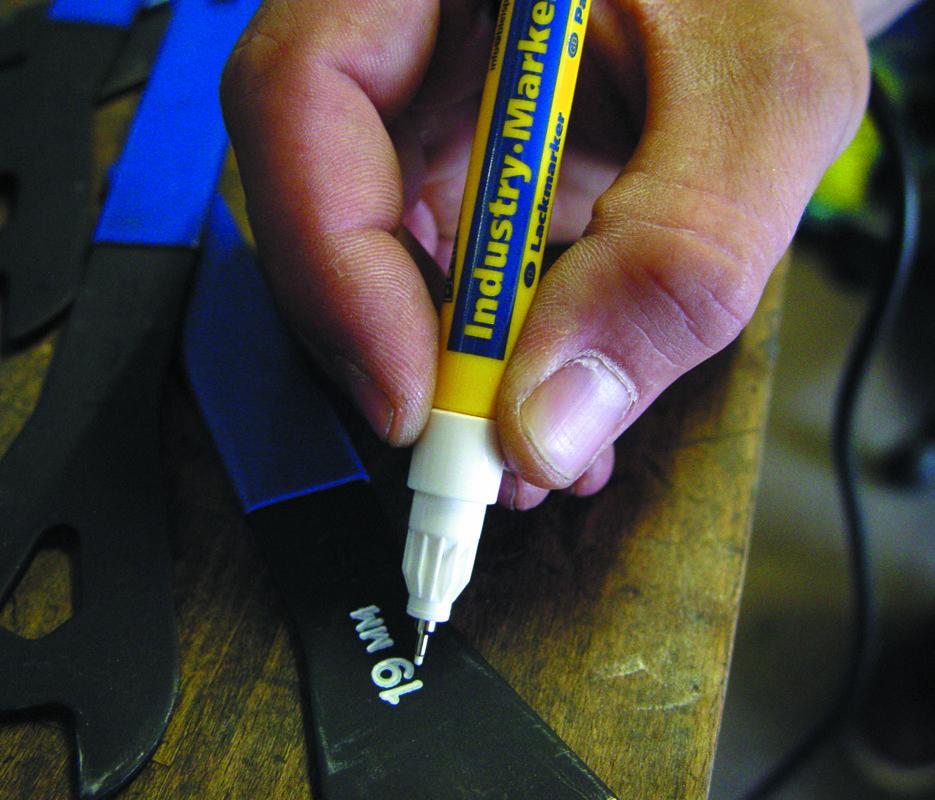 0877 Itin plonas pramoninis markeris 0.8mm