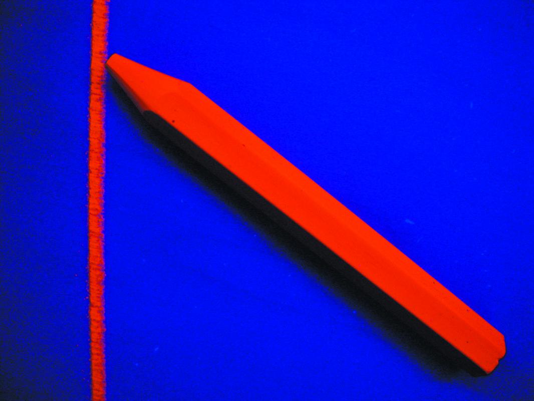 0259 Fluorescencinė medienos kreidelė 12x120mm